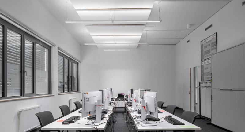 Office,, Meeting, Room,, LINEAR, IndiviLED, DIRECT/INDIRECT, DALI, SENSOR, 56, W, 4000K,, Case, Study,, LINEAR, IndiviLED, Luminaire,, Lighting, Project, Siemens, Campus, Erlangen,, 4058075110106